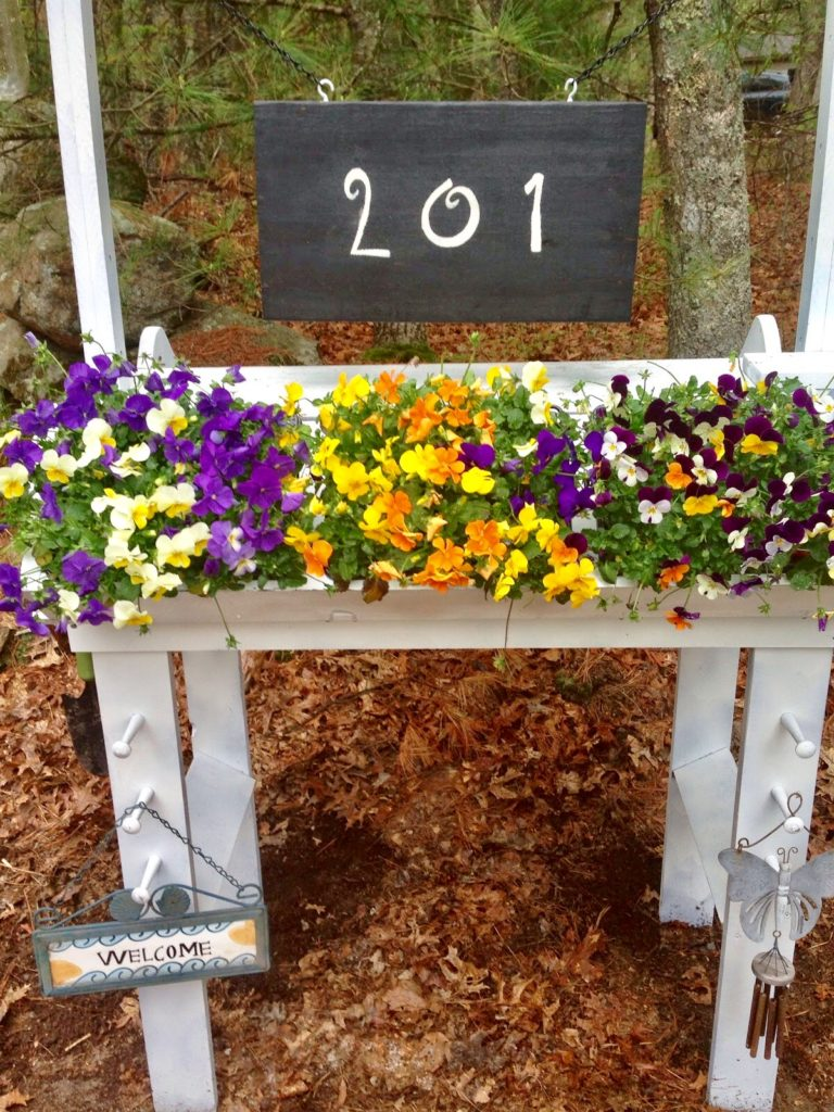 DIY House Number Floral Planter Our Crafty Mom #flowerstand #diyproject #outdoorprojects