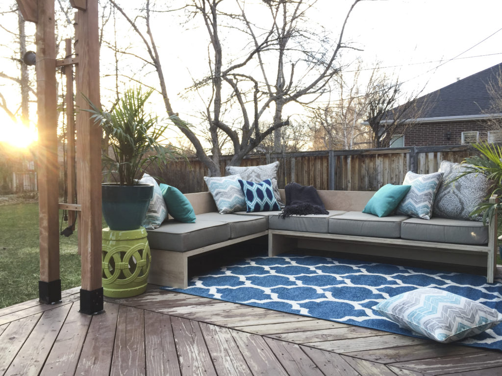 diy outdoor sectional sofa plywoodpretty @Remodelaholic 2