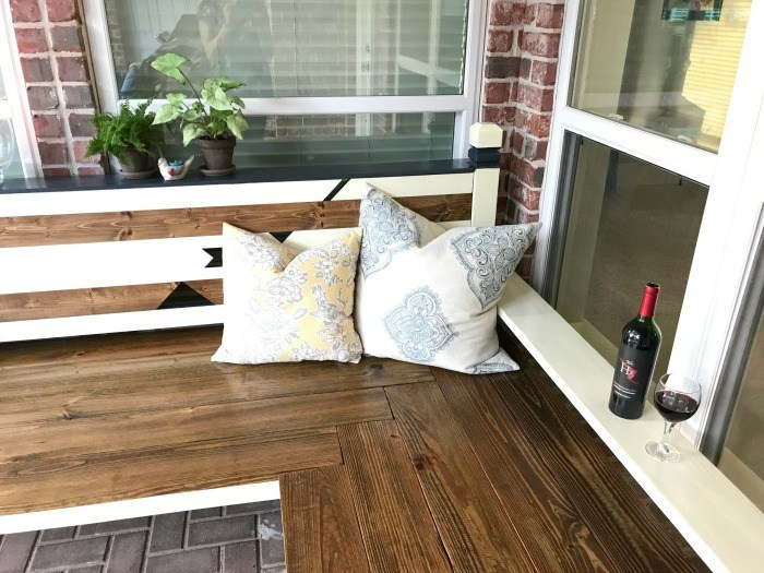 http://abbottsathome.com/2017/04/diy-outdoor-bench-igbuilderschallenge