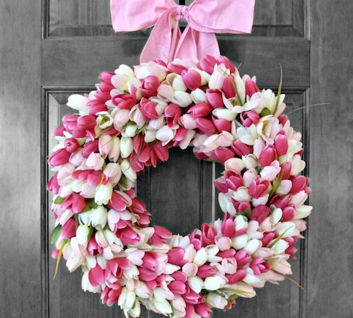 https://howtomakeaburlapwreath.com/make-pretty-tulip-door-wreaths