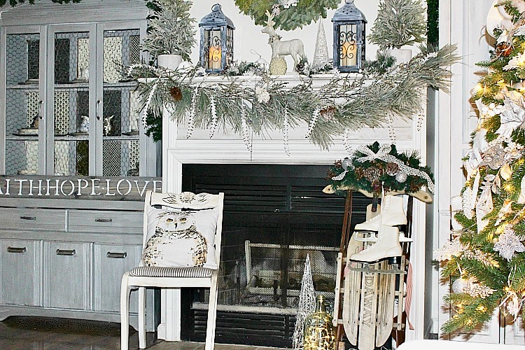 https://ourcraftymom.com/christmas-home-tour-blog-hop-wonderful-house/