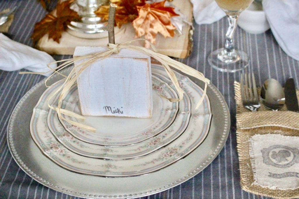 https://ourcraftymom.com/elegant-thanksgiving-tablescape/