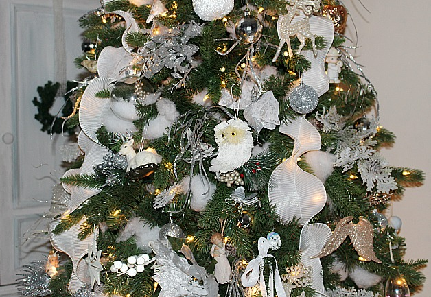 Christmas Tree Blog Hop-47 Bloggers Share Their Trees!! Our Crafty Mom #christmastreedecor #bloghop #christmastrees