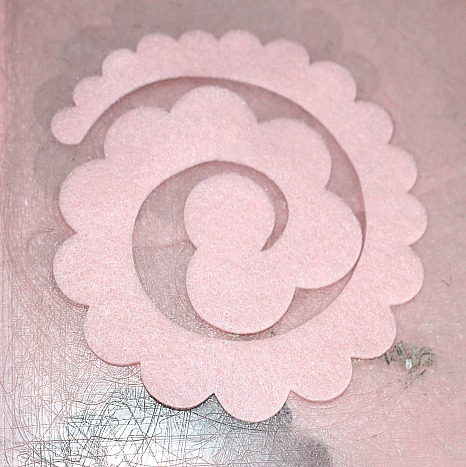 How To Make Pretty Felt Roses-Easy Tutorial Our Crafty Mom #feltflowers #craftlightning