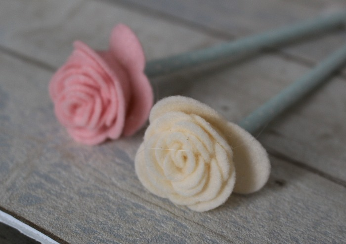 How To Make Pretty Felt Roses-Easy Tutorial Our Crafty Mom #feltroses #feltflowers #craftlightning