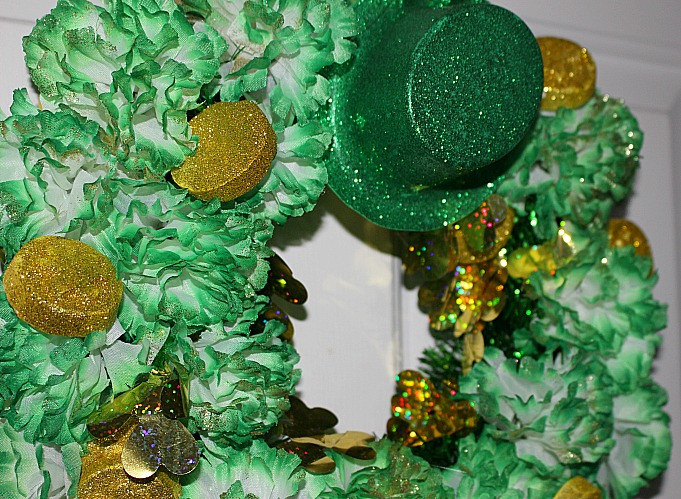 Easily Make A Fun Dollar Store St. Patrick's Day Wreath Our Crafty Mom #dollarstore #stpatricksday #wreath