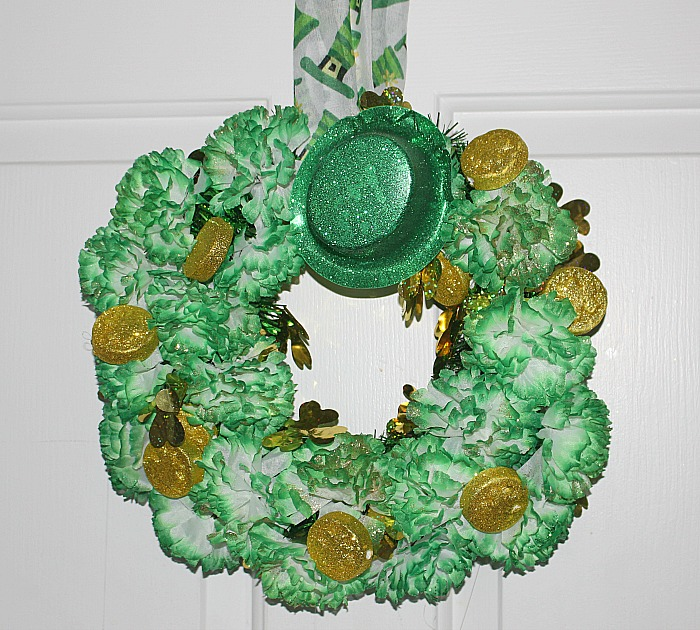 Easily Make A Fun Dollar Store St. Patrick's Day Wreath Our Crafty Mom #dollarstore #stpatricksday #wreaths