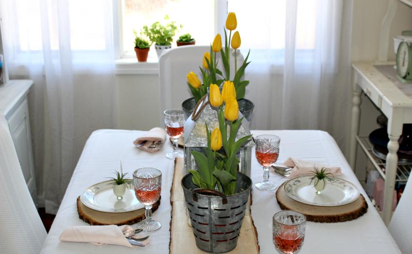 Set A Modern Farmhouse Style Spring Tablescape Our Crafty Mom #springtablescape #farmhousestyle #farmhousedecor