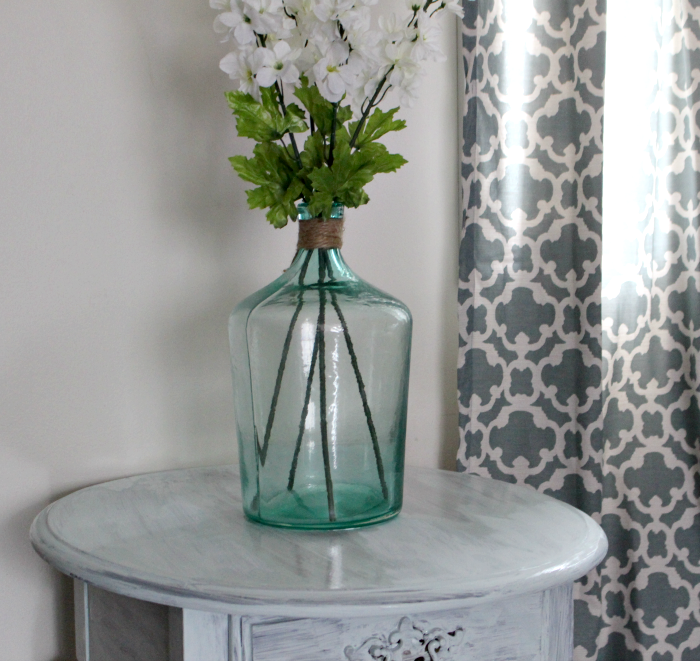 How To Easily Update A Thrift Store Table With Milk Paint Our Crafty Mom #farmhousehens #thriftstoretable #thriftstoremakeover #milkpaint #ourcraftymom #refinished