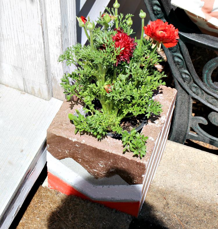 Make Fun DIY Cinder Block Garden Planters Under $5! Our Crafty Mom #cinderblocks #decoart #metallicpaint #diyplanter #outdoordiychallenge @remodelaholic