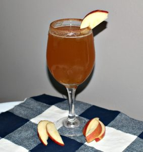 Crisp And Delicious – Sparkling Apple Pie Cocktail