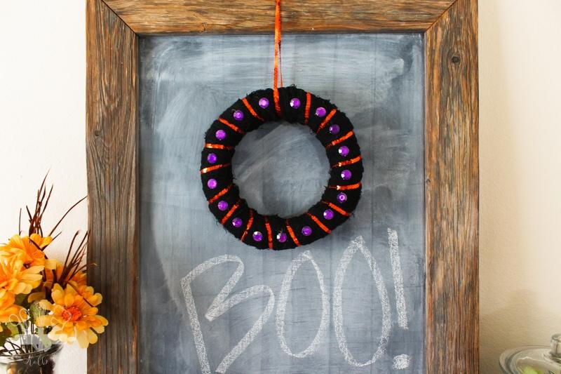 Easy-Halloween-Mini-Wreath-1-2
