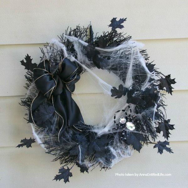 diy-halloween-spider-wreath-11