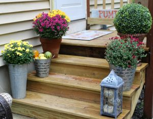 Beautiful Small Porch Decorating Ideas For Fall