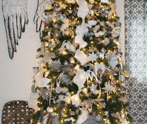 Christmas-Tree-Blog-Hop-50-Bloggers-Share-Their-Trees-Our-Crafty-Mom-christmastreedecor-bloghop-christmastrees-5