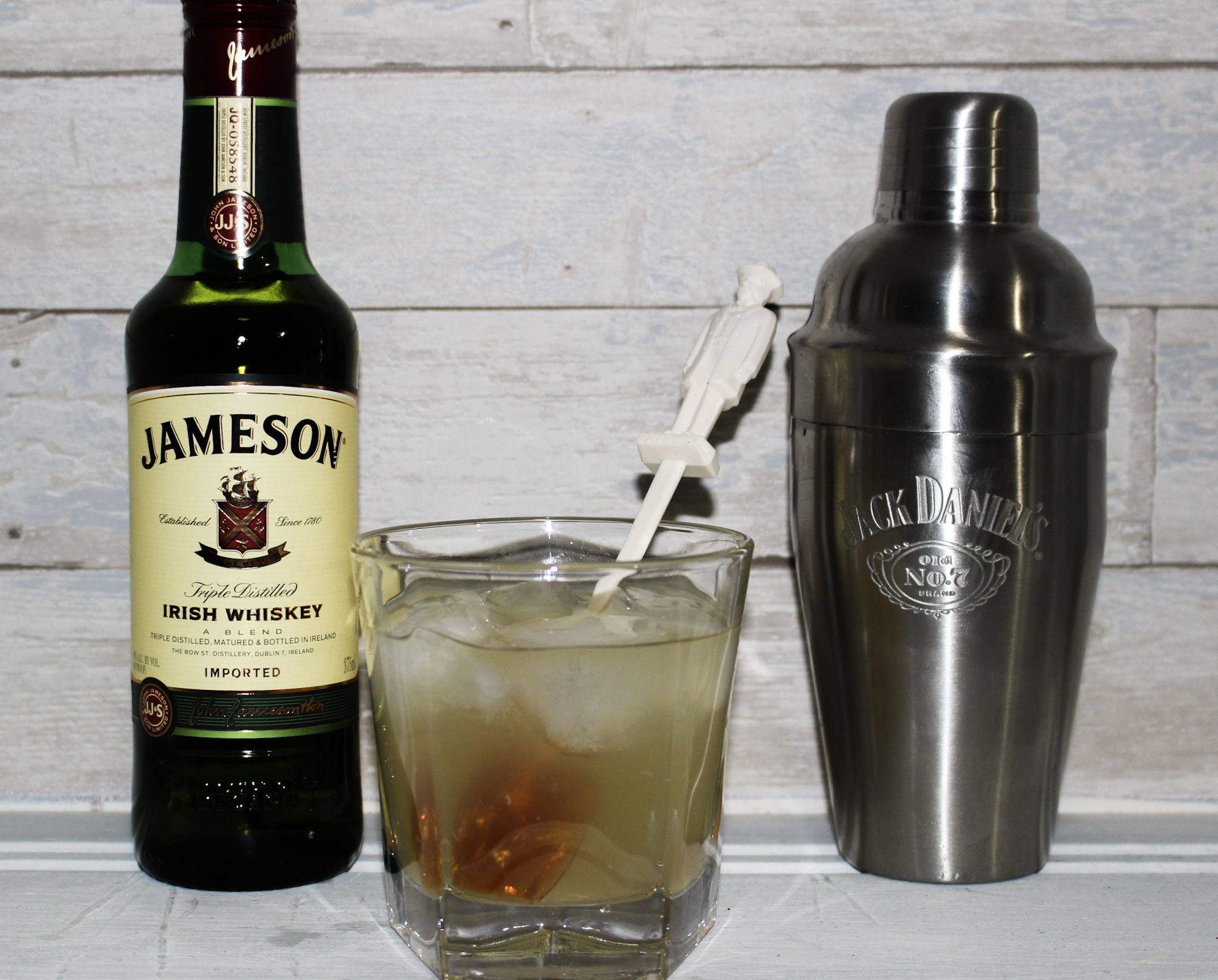 Make A Jameson Irish Lemonade For St. Patrick's Day #ourcraftymom #stpatricksdaycocktails