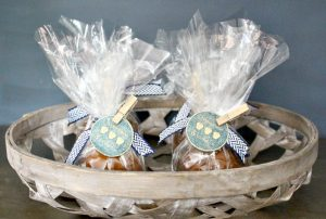 caramel apples in basket as party favors with gift tag