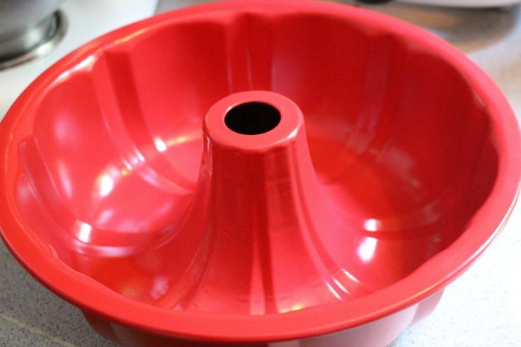 red bundt pan