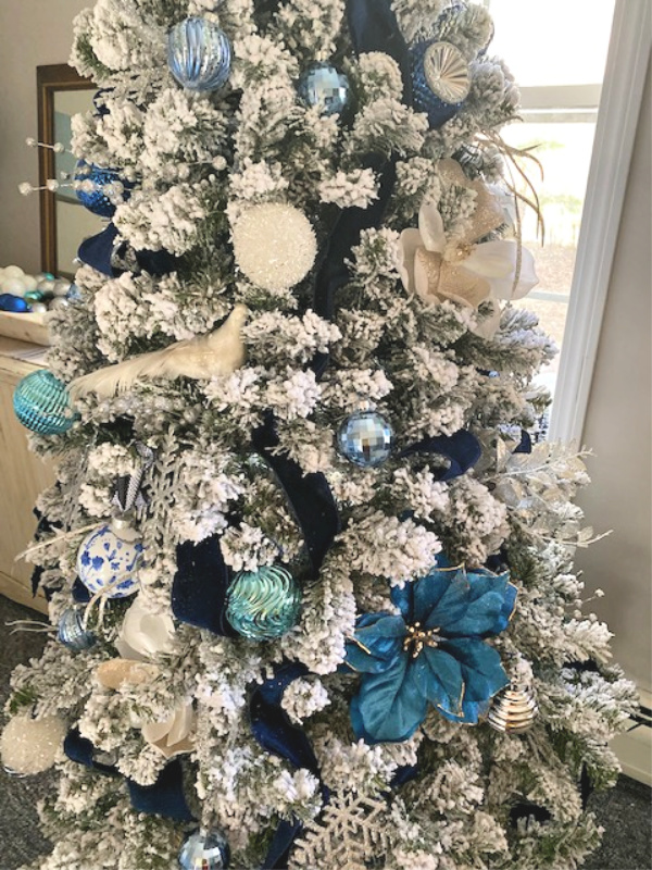 blue tree decor