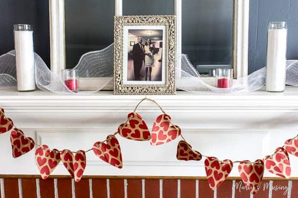 DIY Valentine's Day Banner: cheap and easy with gift bags!