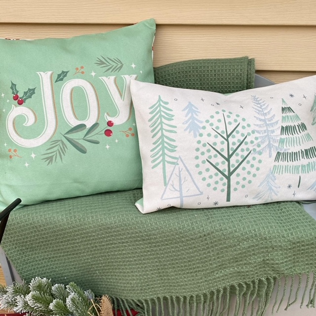 decocrated Christmas pillows