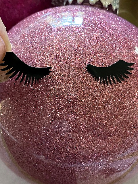 lashes on ornament