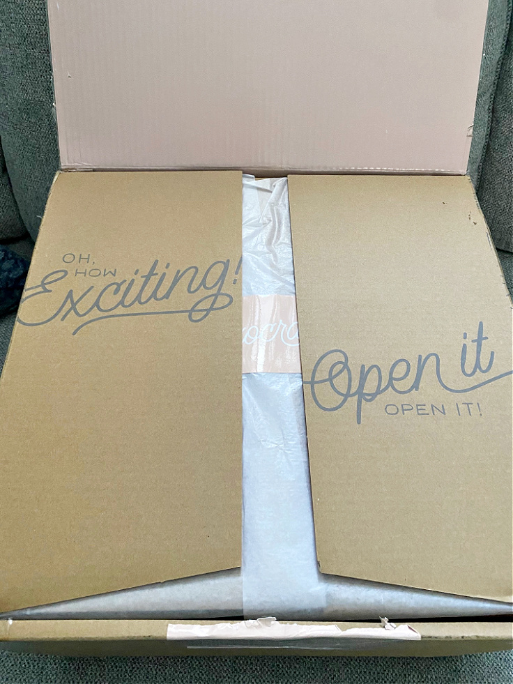decocrated box opening for spring