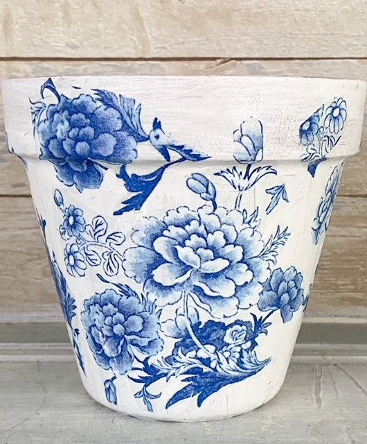 blue and white clay pot