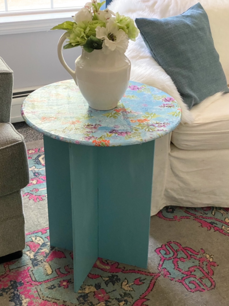 round table makeover with decoupage with vase