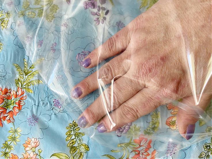 using plastic bag to smooth wrinkles
