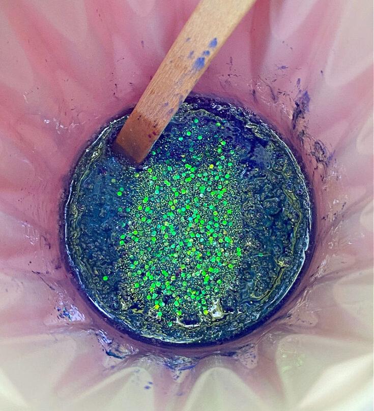 adding glitter to resin