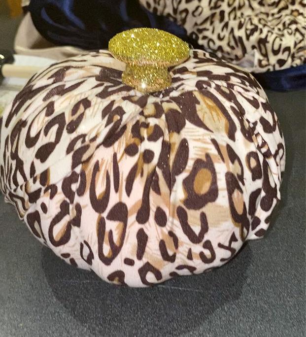 leopard pumpkin with glitter knob