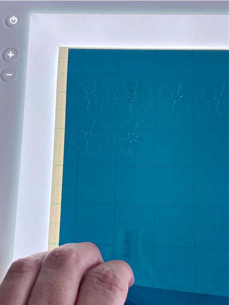 weeding vinyl using brightpad
